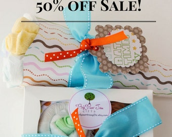 Trendy Baby Gift Set, Baby Shower Gift w/ Baby Diaper Bouquet & Onesie Cupcakes