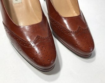 Vintage Etienne Aigner  Leather Brown  Wing Tip Pumps Size 9 M