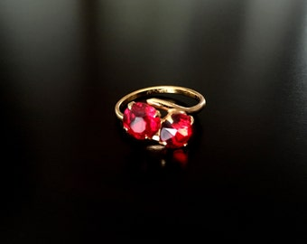 Stunning Vintage Deep Red Rhinestone Gold Tone Ring Size 6