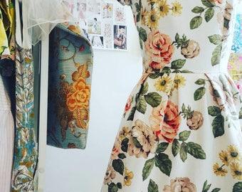 Scoop neck floral tea dress, 50s dress, pin up dress, vintage fabric, #ooak, Size UK10/EU38