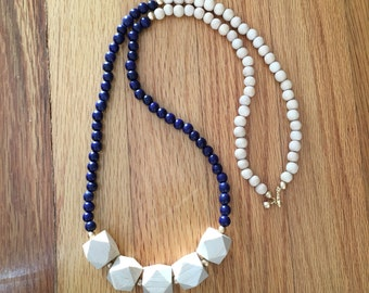 long navy necklace / navy beaded necklace / navy and white necklace / summer necklace / navy blue / statement necklace / wood bead necklace