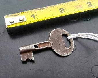 Skeleton Key // Antique Unique Collectible Genuine Vintage #017
