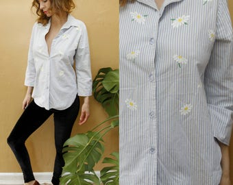 1990's Vintage Pin Striped Daisy Oxford Button-up Shirt 3/4 Sleeves Baby Blue + White Unisex Top Vtg Medium