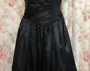 80s Gunne Sax Dress - Black Lace & Sequins - Tulle Crinoline - Spaghetti Straps - LBD - Holiday Dress - Excellent Condition - Size 7