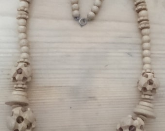 Vintage sandlewood carved bead necklace