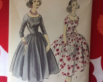 1950s 50s pretty full skirt dress Original vintage sewing pattern Designer Advance 8415 Bust 35