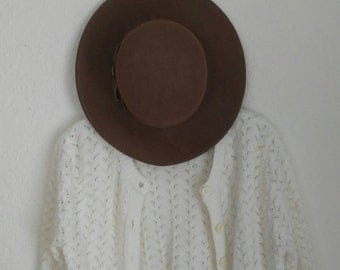 granny chic white cardigan sweater knit acrylic size medium 60s 70s vintage retro