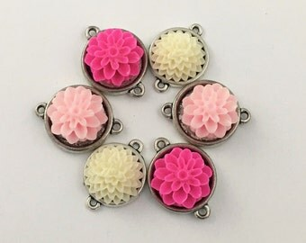 6 flower resin and silver tone connectors,25mm  #CON 199