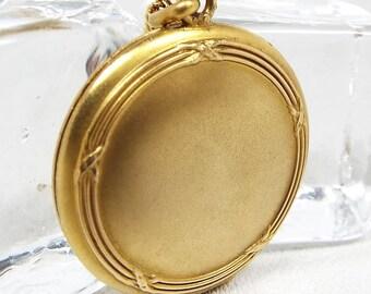 Antique Art Nouveau Gold Tone Beautiful Ornate Circlular Locket Pendant Necklace