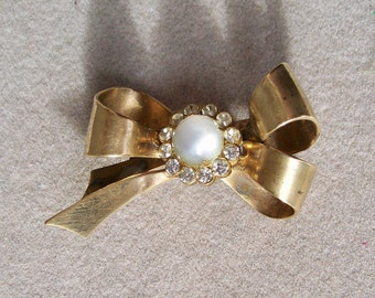 Coro MOONGLOW BOW BROOCH Rhinestones Gold Tone Brass Pin Vintage Jewelry White Cat Eye Mid Century