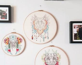 Wolf embroidery hoop, modern hand embroidery, abstract animal wall art, large embroidery hoop art decorative wall hanging Handmade in the UK