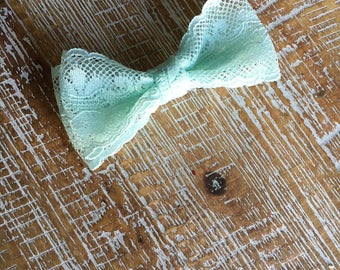 green lace hair bow, lace hair clip, lace boutique hair bow, lace bow, mint bow, hair bow, hair clip, easter hair bow