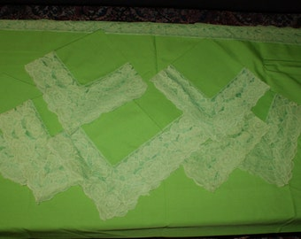 Beautiful Lime Green Large Rectangular Table Cloth With 8 Matching Cloth Napkins