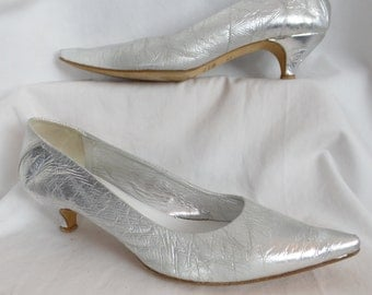 Rare vintage MAISON MARTIN MARGIELA silver crinkle mylar pointy toe kitten heel pumps/made in Italy: size 40- fits US9-9.5