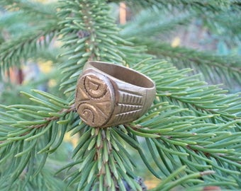 Vintage Brass Ring for Him, Solid Copper-zinc Ring, Ornament Ring, D G Inscription, Old Ring Gift Idea, Collectible Ring, Gift Idea for Him