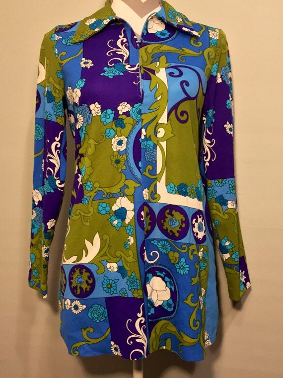 Womens vintage shirt // vintage blouse // Lanie J Styled In California // retro disco vintage // hippie flower power shirt // hippie chic