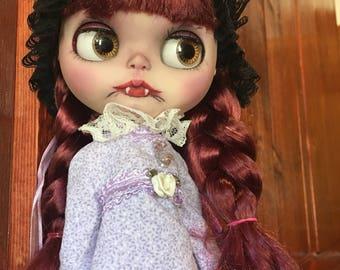 Custom Blythe Doll, Fake custom blythe, Bella, Gothic Blythe Vampire