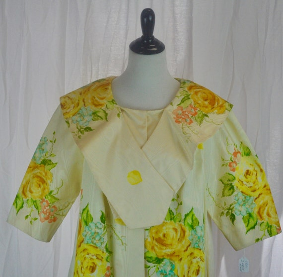 Vintage 1950s I. Magnin Housecoat in Cream and Yellow