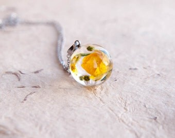 Wild Ranunculus Necklace - Resin pendant with real dried flowers - One-of-a-kind gift idea for her - Summer Memories Nature jewelry