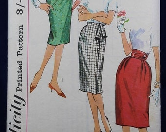 Vintage Sewing Pattern for a Woman's Skirt in Size 14 - Simplicity 3586