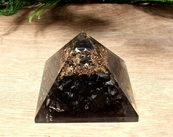 68x59mm Tourmaline Orgone Pyramid / Reiki Healing Crystal / Positive Energy / Chakra Stones Meditation Orgone Pyramid For Prosperity