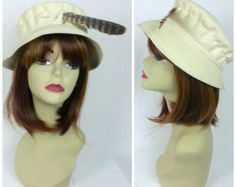 Vintage Hawk Feather Wool Hat / off white short brim 50s 1950s bucket hat cap retro sun hat
