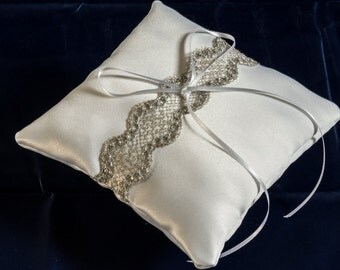 Bobbin Lace Ring Pillow (Silver Lace)