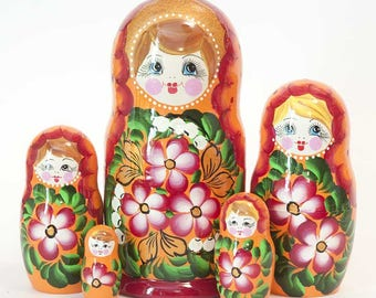 Nesting dolls Pansies on Orange. Russian matryoshka doll with flowers - kod550p