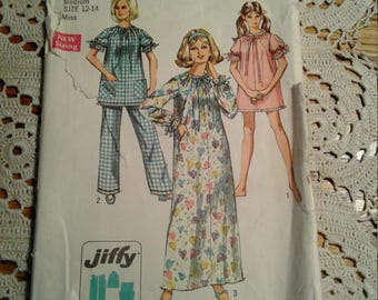 Simplicity Nightgown And Pajamas  Vintage Pattern Size 12-14, Complete