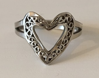 vintage Sterling Silver - Filigree Open Heart ring