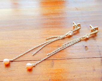 Pearl Earrings, Chain Earrings, Pearl Dangle, Pearl Jewelry, Pearl Chain Earrings, Silver-toned earrings, Modern earrings, Modern Jewelry