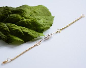 Minimalist Pearl and Chain Bracelet