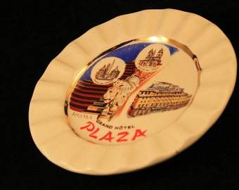 Ashtray Vintage Grand Hotel Plaza Roma Round Ceramic Souvenir Gold Trim