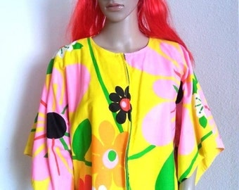 1960s FLOWER POWER Psychedelic Caftan - One Size Fits All!  Super UNIQUE!