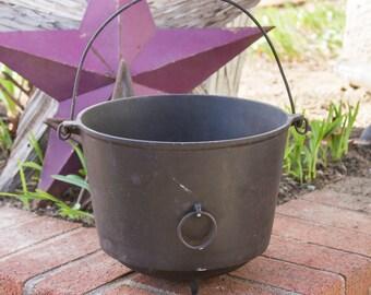 Antique Cast Iron Cauldron Erie No 7 Bean Pot, Antique Cowboys Beanpot, Rustic Home Decor, Bail Handle, Primitive Antiques, Black Caldron