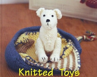 Knitted toys pattern book written by Sandra Polley from novice knitters to experienced 16 patterns of teddies and cute cuddly toys