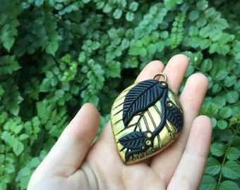 SALE 》the golden leaf pendant