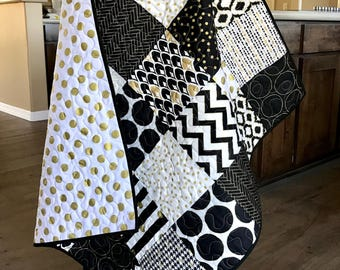 Black White and gold Baby Quilt, Black and white nursery Quilt bedding, Black and White crib bedding, Gold crib Quilt, Black and White Quilt