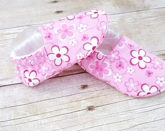 Pink Flower Baby Shoes - Crib Shoes - Soft Sole baby Shoes - Baby Moccasins - Baby Slippers - Baby Booties - Baby Shoes -Baby Shower Gift