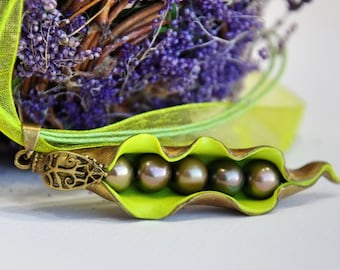Green Peas in a Pod Necklace - Pea Pod Necklace - Delicate Necklace Pea Pod - Botanical Jewelry - Polymer Clay Jewelry