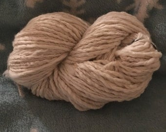 Bulky wool yarn