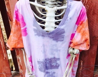 Tie Dye Pink, Orange, And Gray Blotch Vneck Tee Size Large