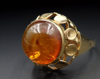 Antique, art deco yellow gold amber cabochon ring size 7
