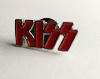 Kiss , vintage 90s pin !!