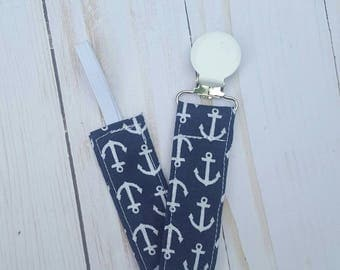 Navy blue anchors pacifier clip- pacifier holder, nautical baby, pacofier clip boy, pacifier clip girl, baby accessory, baby gift boy, B3G1