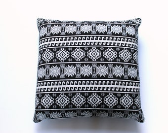 Black white cushion with ethnic print for the couch in the living room, ornamental pillow with wieberprint for the bedroom, sturdy, sturdy decorative cushion.