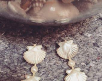 SALE Vintage 70s kitsch clamshell earrings plastic earrings super cute