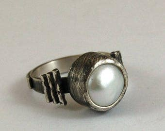 SALE 20% off !! - use the coupon code: SALE20  pearl silver ring