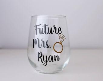 Future Mrs Wine Glass, Engagement Wine Glass, Engaged Wine Glass, future bride, wedding engagement gift, bride to be Wine Glass, Future wife