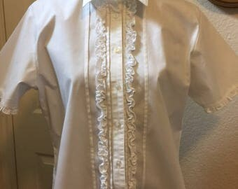 Ladies' crips white blouse, Size Large.